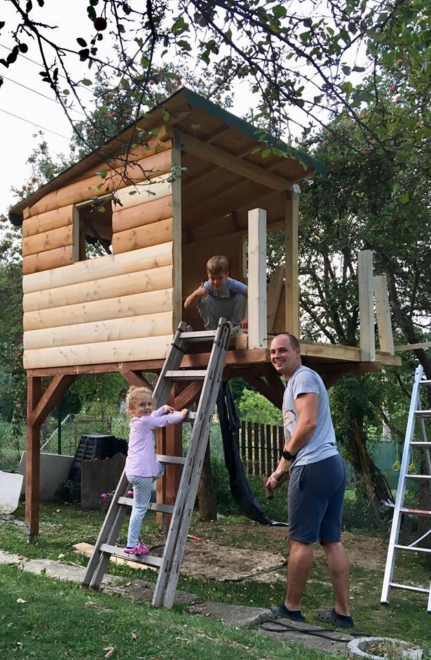 Chatka - Domček pre detičky z dreva čo sotalo. :D