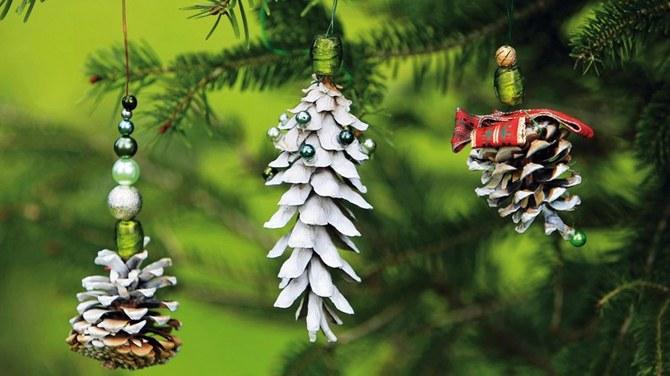 Natural christmas (aké dekorácie si môžeš vyrobiť sama:) ☃ - http://www.pluska.sk/izahradkar/specialy/vianoce/vyrobte-si-vianocne-ozdoby-zo-sisiek.html