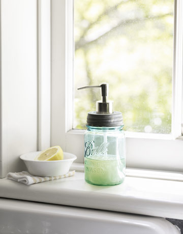 Recyklované a iné nápady ♻ - Zavaraninový pohár s otáčavým výčkom - urobiť do neho dieru a použiť starú pumpičku z tekutého mydla