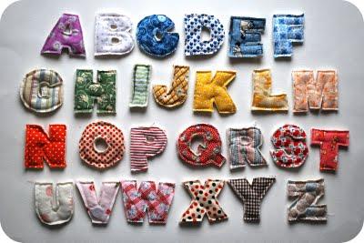 Recyklované a iné nápady ♻ - jednoduché-nemusíte vypchávať................http://chezbeeperbebe.blogspot.com/2009/10/tutorial-how-to-make-plush-alphabet.html