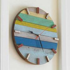 hodiny z kuskov dreva