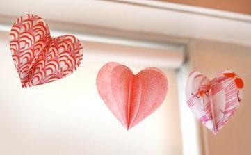 http://howaboutorange.blogspot.com/2011/01/fabric-valentine-hearts-garland.html?utm_source=feedburner&utm_medium=feed&utm_campaign=Feed:+HowAboutOrange+%28How+About+Orange%29