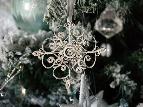 Natural christmas (aké dekorácie si môžeš vyrobiť sama:) ☃ - http://www.reesedixon.com/2008/12/quilled-snowflake-ornament.html
