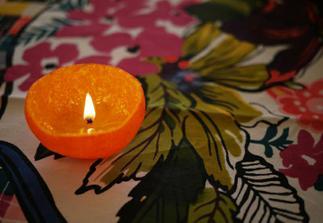 http://honestlywtf.com/diy/diy-satsuma-candle/