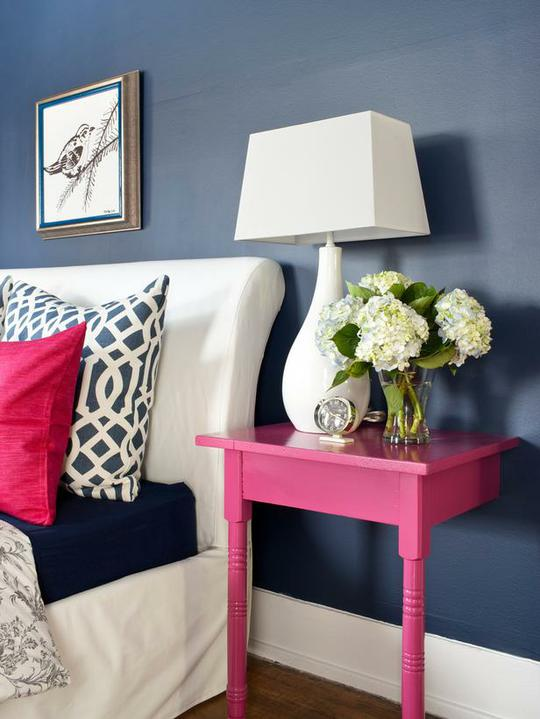 Recyklované a iné nápady ♻ - http://www.diynetwork.com/how-to/creative-and-chic-diy-nightstands/page-2.html