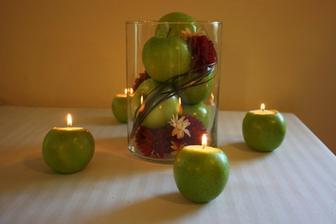 http://www.examiner.com/diy-weddings-in-san-jose/wedding-diy-apple-candles-picture?slide=39626201