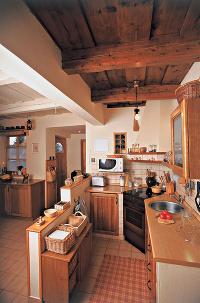 Drevo a biela v kuchyni - Obrázok č. 90