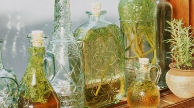 Omrzelo vás sušenie byliniek? Vyskúšajte olej!