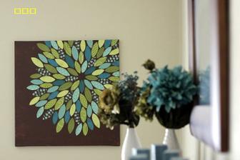 obraz zo zbytkov látok ///////////////////////http://www.vanillajoy.com/diy-paper-flower-on-canvas-tutorial.html