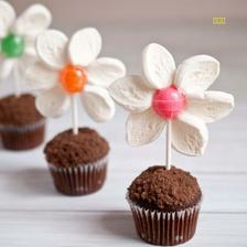 kytičkový muffin //////// http://domesticfits.blog.com/2012/03/30/food-craft-spring-flower-pot-mini-muffins/