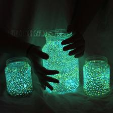 http://www.danlikesthis.info/2012/06/glowing-jar-project/