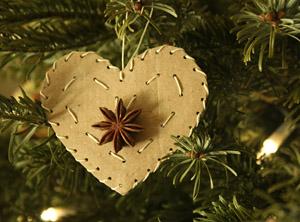 Natural christmas (aké dekorácie si môžeš vyrobiť sama:) ☃ - Srdce z obyčajného kartónu