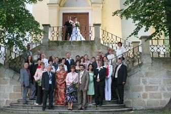 se všemi svatebčany