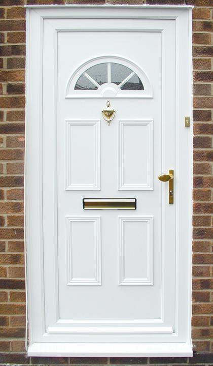 Príprava na bývanie ;-) - dvere a okna urcite biele :-) Tieto su uzasne :)
