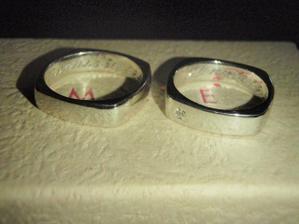 Naše prstýnky fa. Moye bílé zlato + briliantík