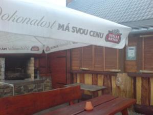 Náš bar i s grilem, terasa bude uzavřena pro veřejnost