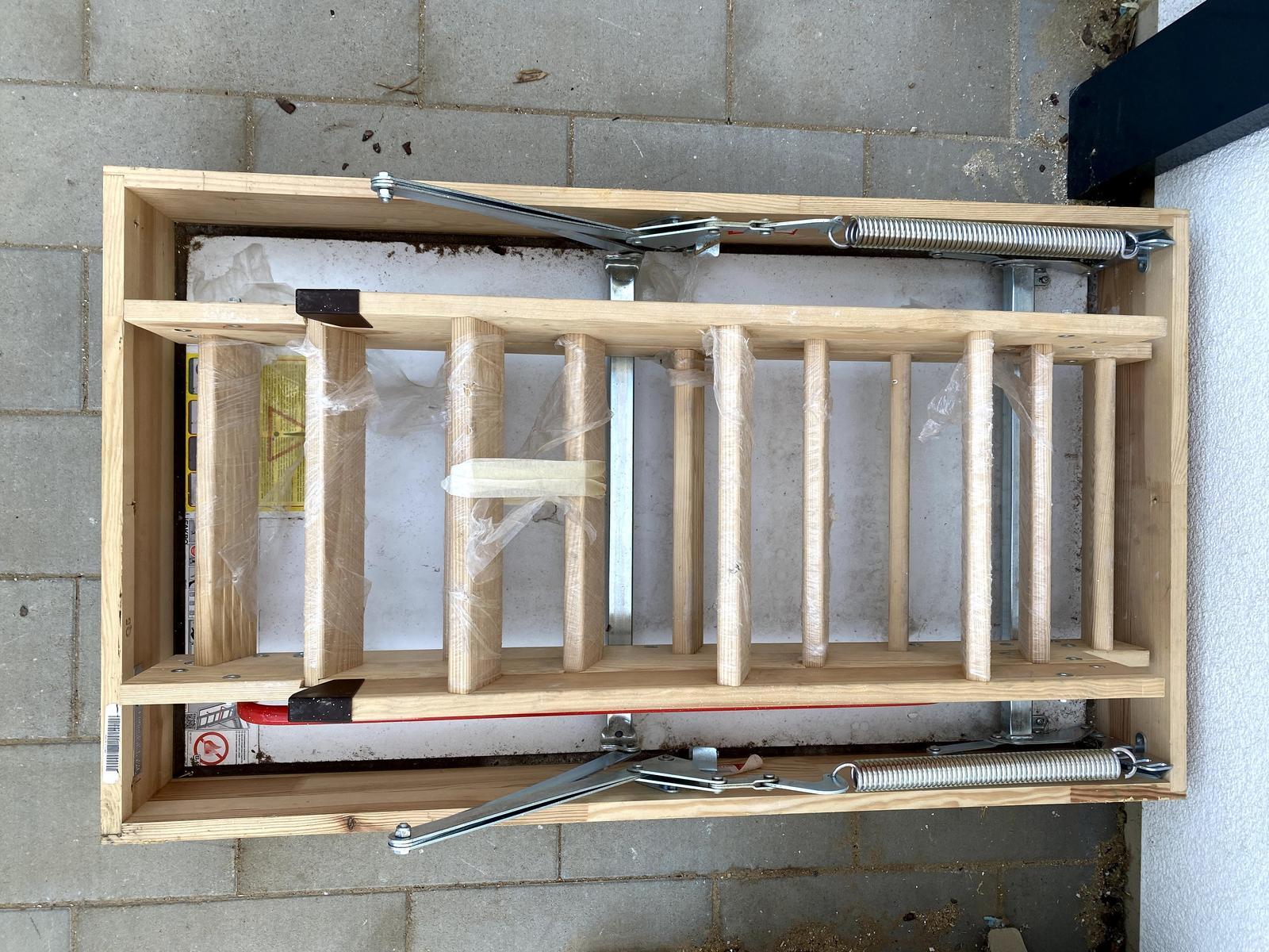 Protipožiarne schody do podkrovia FAKRO - Obrázok č. 1