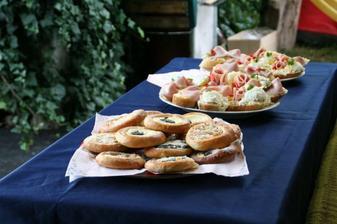 přivítání pro svatebčany :o) aby neumřeli hlady..