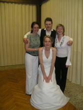 Nevěsta, ženich a kamarádky