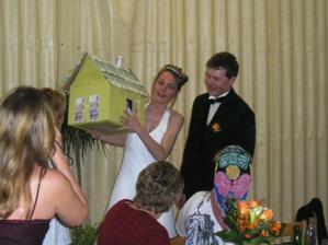 Originální svatební dar - domeček z peněz