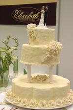 Nasa torticka, ale kvietky marhulkove a listocky zelene, mnam!