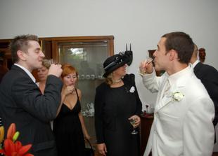 Svatebčané se scházeli u ženichových rodičů