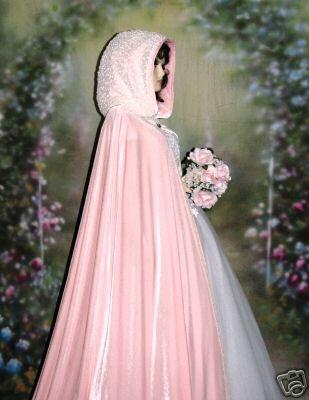 Wedding Royale - s kapucnou hore
