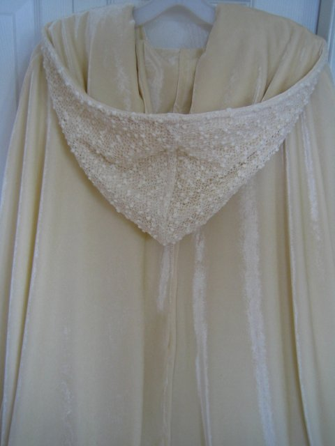 Wedding Royale - Melanie je poklad, napriek tomu, ze ho normalne neponuka v kremovej/maslovej farbe, usila mi ho na zelanie, tak, ako som chcela :)