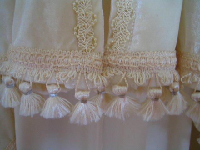 Wedding Royale - spodok plasta zdobeny okrasnymi strapcekmi