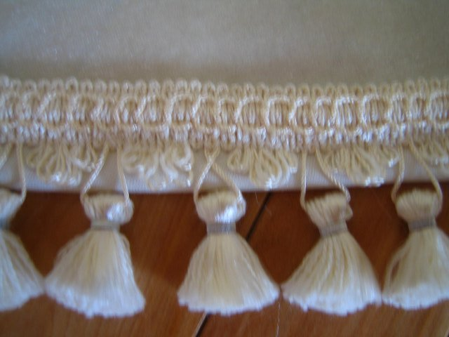 Wedding Royale - detail na strapce, tiez lemuju vlecku