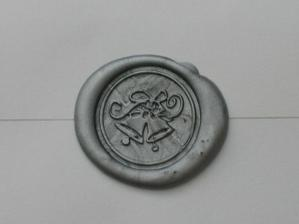 detail voskom zapecatenej obalky s pozvankou