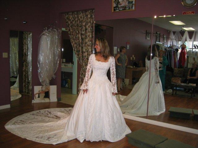 Bridal Shower and things... - Svadobne saty mojej hlavnej druzicky, ked sa vydavala