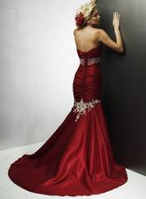 Amara Lee v cervenom