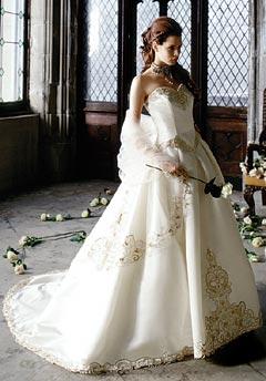 Bridal Shower and things... - lazaro: strihovo su korzet a zahyby sukne podobne riesene na mojich svadobnych satach (tiez mam vpredu vysivku, len nie zlatu)