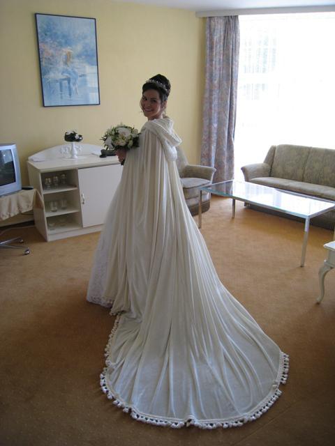 Nasa svadobna atmosfera... - nevesta sa chysta v svadobnom apartmane v Hoteli pod zamkom