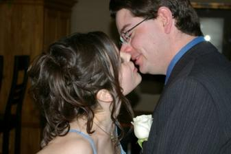 zenich smie pobozkat nevestu