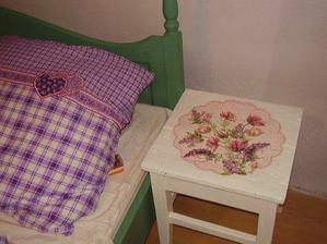 zrekonstruovane stolceky plnia funkciu nocnych stolikov