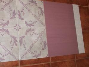 Dnes som si priviezla nove obklady, vzorovana bude dlažba, fialove steny a biela listela