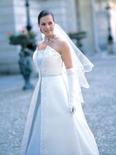 Tyhle šaty se mi strašně líbí, kdybych se vdávala zítra měla bych jasného favorita...(děkuji za pujčení)