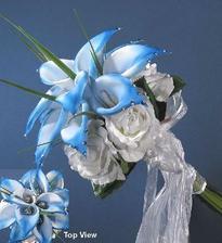 A teď něco na okrasu - kytička nevěstu dotváří, takže: tohle nemá chybu. Jen to vypadá moc uměle ... :-/ Díky Kaculko....:-))))
