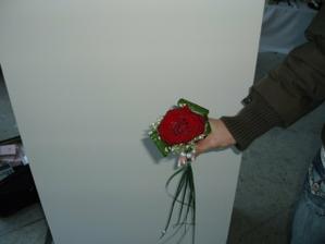 Podoubně upravenou kytičku bude mít svědkyně i maminky - jen místo růže bude krémová gerbera. Také už jsou objednané.