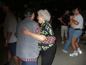 Babička s dědečkem - nečekala jsem, že se budou tak dobře bavit :-)