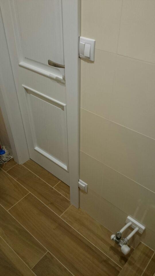 2v1 - Montáž interiérových dverí a úprava obložkovej zárubne, tak aby sa vypínač nemusel presúvať.