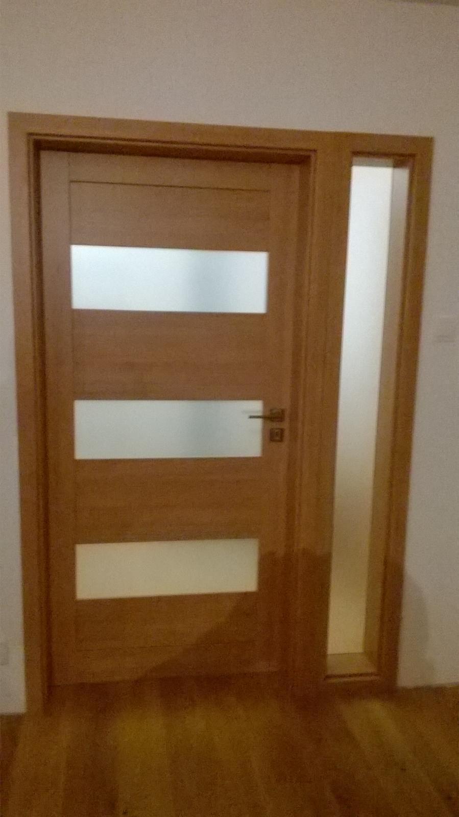 2v1 - Montáž rámových interiérových dverí s bočným svetlíkom