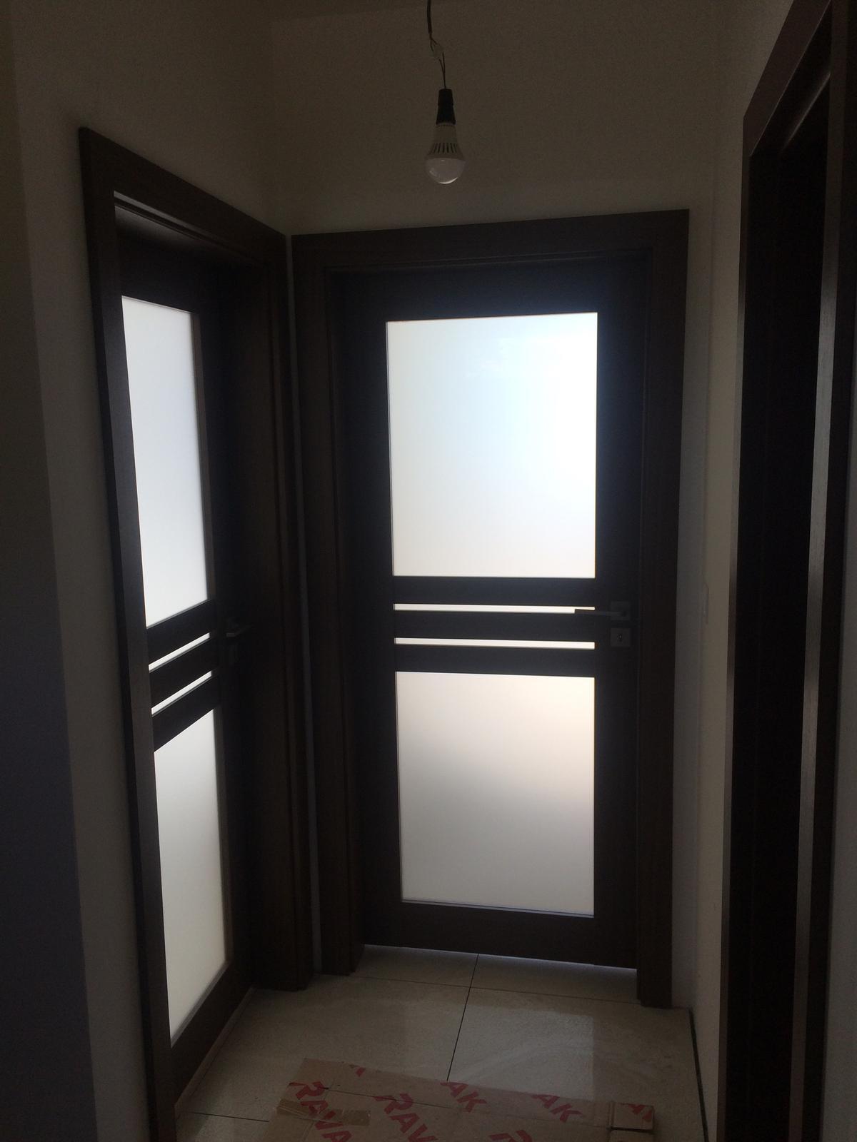 Krásny výber interiérových dverí do novostavby rodinného domčeka - Falcové dvere Erkado - Juka 1, povrchová úprava Premium - Orech Premium