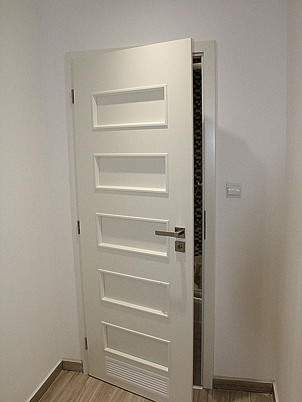 Nadčasové biele dvere - Obrázok č. 12