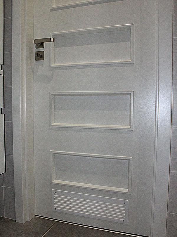 Nadčasové biele dvere - Obrázok č. 13