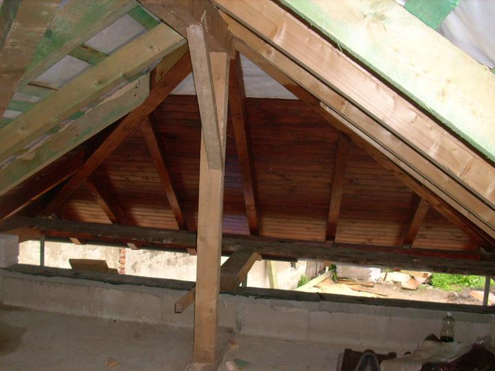 Chalupa - pod strechou