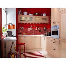 uvažuju nad kuchyní do červena ...