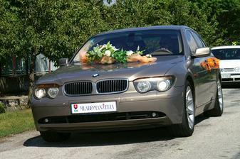 naše svadobné autičko...
